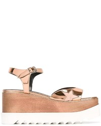Sandalias con cuña doradas de Stella McCartney