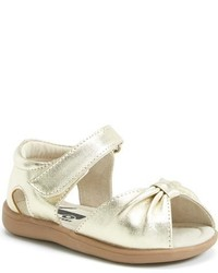 Sandalias de cuero doradas de See Kai Run