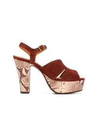 Sandalias de tacón de ante con print de serpiente marrónes de Chie Mihara