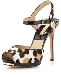 Sandalias de tacón de ante de leopardo blancas de Michael Kors