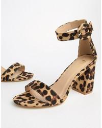 Sandalias de tacón de cuero de leopardo marrón claro
