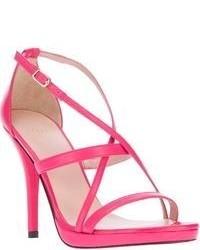 Sandalias de tacón de cuero rosa de Stuart Weitzman