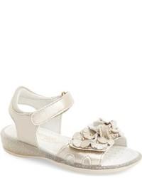 Sandalias doradas de Primigi