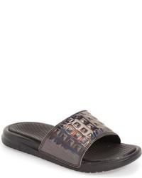 Sandalias en gris oscuro de Nike
