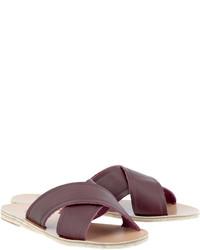 Sandalias planas de cuero burdeos