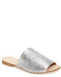 Sandalias planas de cuero doradas de Kristin Cavallari