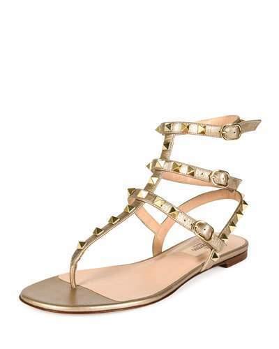 1a518da6df $975, Sandalias planas de cuero doradas de Valentino