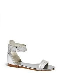 Sandalias planas de cuero plateadas