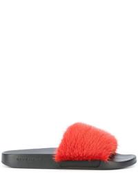 Sandalias planas de pelo rojas de Givenchy