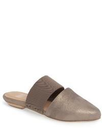 Sandalias planas doradas de Eileen Fisher