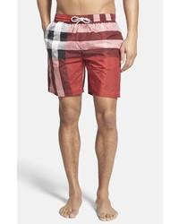 Shorts de baño de tartán rojos de Burberry