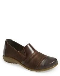 Slippers en cuir bruns foncés