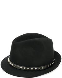 Sombrero negro de Valentino