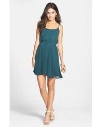 e7d0c3cb74cef How to Wear a Teal Skater Dress (2 looks & outfits) | Women's ...