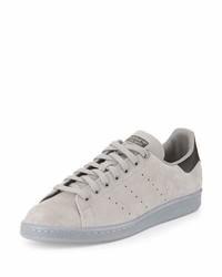 Tenis de ante de rayas horizontales grises de adidas