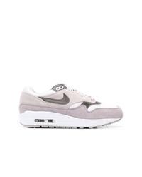 Tenis de ante grises de Nike