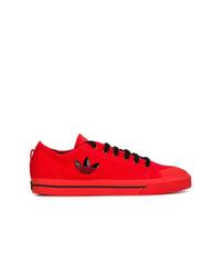 Tenis de ante rojos de Adidas By Raf Simons