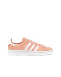 Tenis de ante rosados de adidas