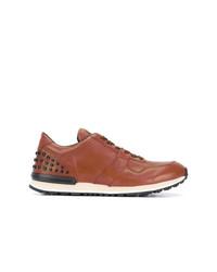 Tenis de cuero con tachuelas marrónes de Tod's
