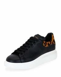 Tenis de cuero de leopardo negros de Alexander McQueen