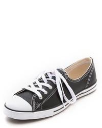Tenis de cuero en negro y blanco