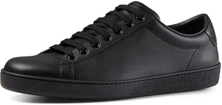 6fbe0b56e8 Tenis de cuero negros de Gucci, $495 | Neiman Marcus | Lookastic ...