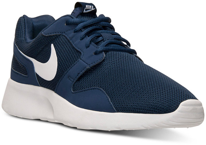 Tenis en azul marino y blanco de Nike: dónde comprar y cómo combinar