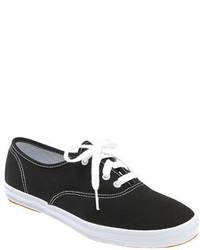 Tenis en negro y blanco de Keds