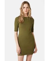 Zapatos para un vestido verde olivo