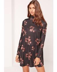 Vestido amplio con print de flores negro