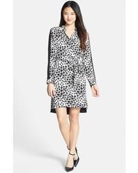 Vestido camisa de gasa de leopardo en negro y blanco de DKNYC