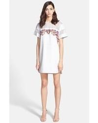 Vestido casual bordado en blanco y rojo de Rebecca Minkoff