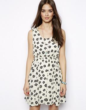 Vestido de flores blanco y negro