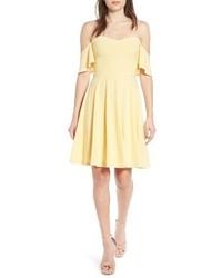 Vestido con hombros al descubierto amarillo
