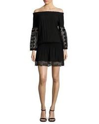 Vestido con hombros al descubierto de crochet negro