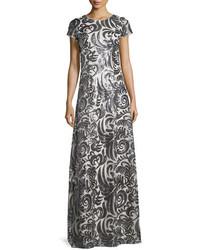 Vestido de noche de lentejuelas plateado de Donna Morgan