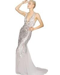 Vestido de noche de lentejuelas plateado de Roberto Cavalli
