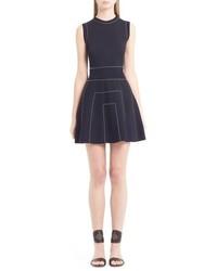 Vestido de vuelo con tachuelas negro de Valentino