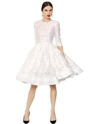 Vestido de vuelo de encaje blanco de Dolce & Gabbana