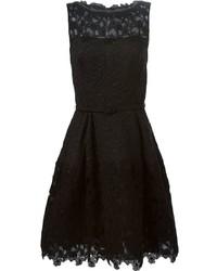 Vestido de vuelo de encaje negro de Oscar de la Renta