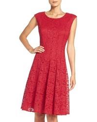 Vestido de vuelo de encaje rojo