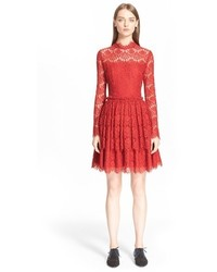 Vestido de vuelo de encaje rojo de Lanvin