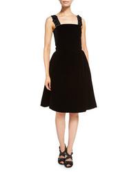 Vestido de vuelo de terciopelo negro de Oscar de la Renta