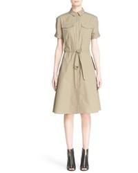 Vestido de vuelo marrón claro de Burberry