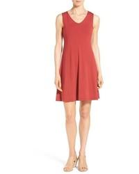 Vestido de vuelo rojo de Eileen Fisher