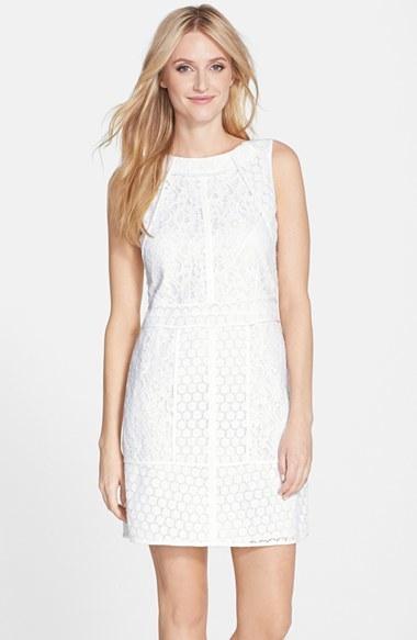 74fb406c0 ... Vestido recto de encaje blanco de Adrianna Papell ...