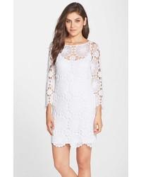 Vestido recto de encaje blanco de Trina Turk