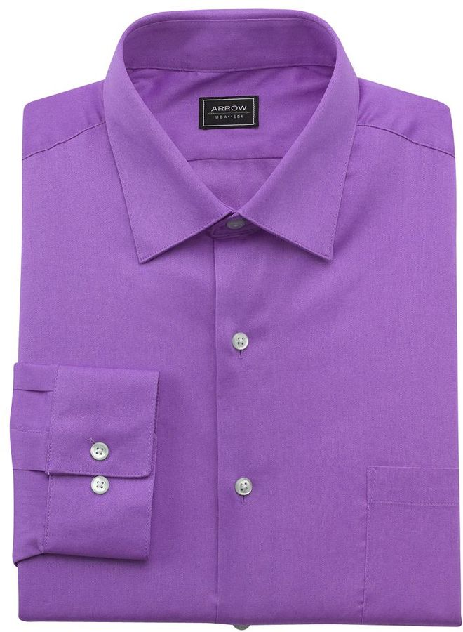 Maintain a professional profile with the distinguished style of this men's fitted dress shirt from Arrow. A crisp point collar maintains a neat, pressed look while a tapered cut offers a close, contoured feel.