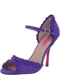 Betsey Johnson Balladd Pump