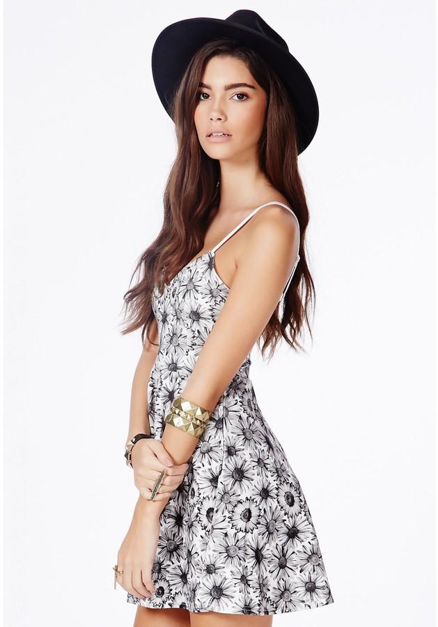 270e57a326 Missguided Arisa Black Skater Dress In Daisy Print